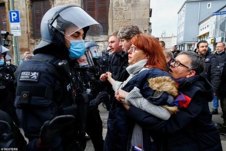 manifestantes entraram em confronto com a polícia na Alemanha e na Croácia no sábado