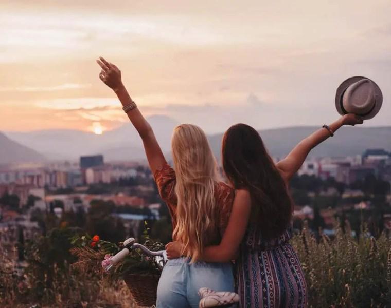 best friends travel