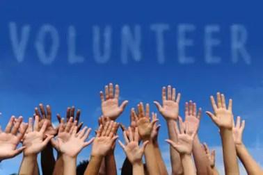 college students volunteers