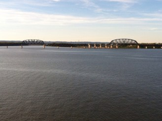 Bridges crossing Ohio River in Louisville, KY