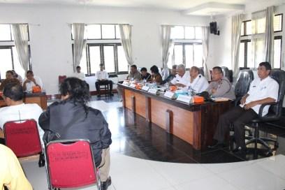 Komisi A DPRD SU bersama Bupati Tobasa, Rabu (11/01) gelar pertemuan dengan warga Desa Gurgur Aek Raja terkait lahan Kebun Percobaan yang dikelola oleh BPTP SU.