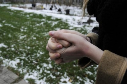 Primary Raynaud's disease commonly affects women, ages 18 to 30.