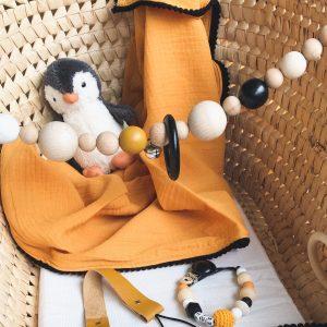 Baby giftbox in de kleuren oker zwart en wit