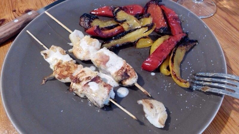 Brochettes de poissons en marinade de coco et curry