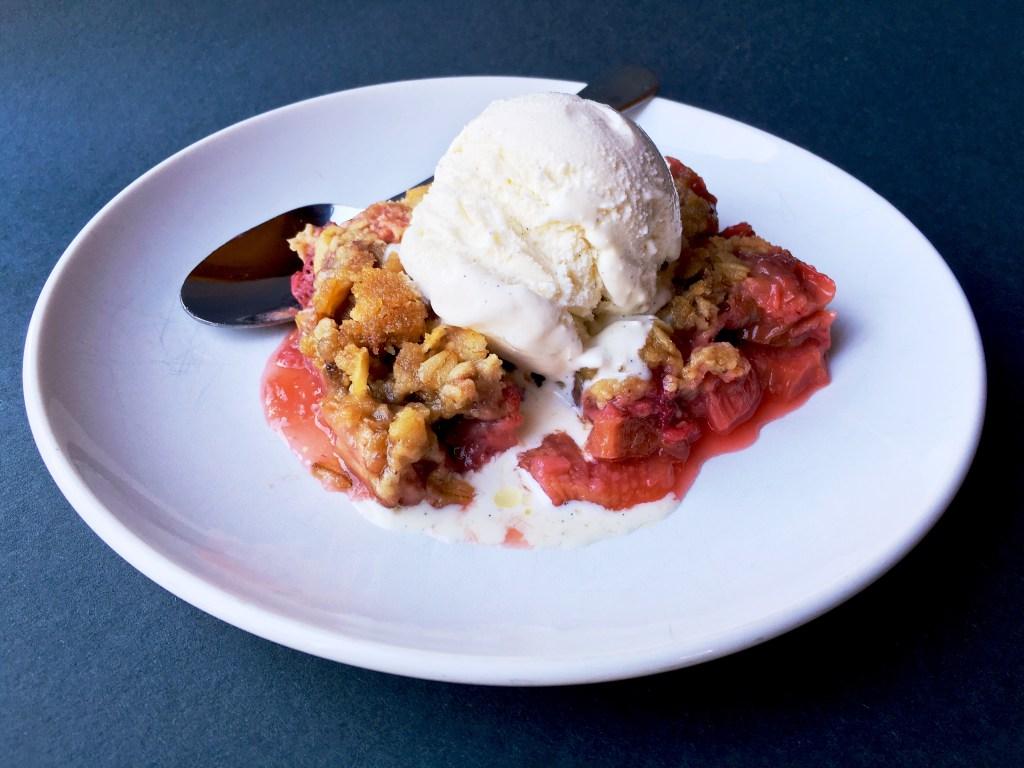 Rhubarb and Strawberry Crisp 2