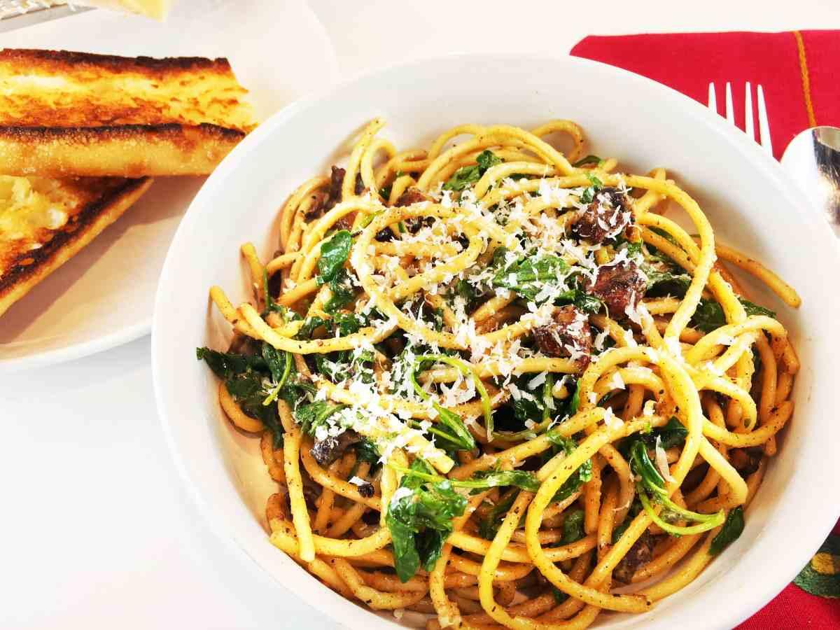 Cacio e Pepe Spaghetti with Lemon, Arugula and Pancetta (Chrissy Teigen)