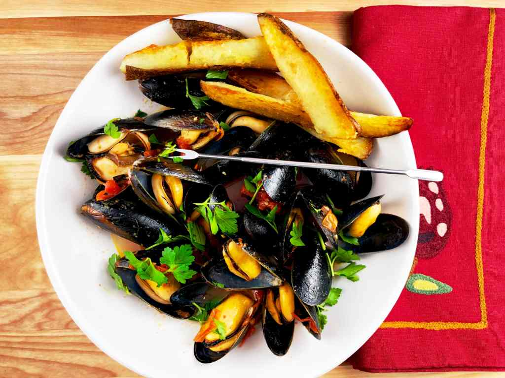 Steamed Mussels with Crispy Oven Fries