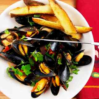 Brothy Mussels with Oven Fries