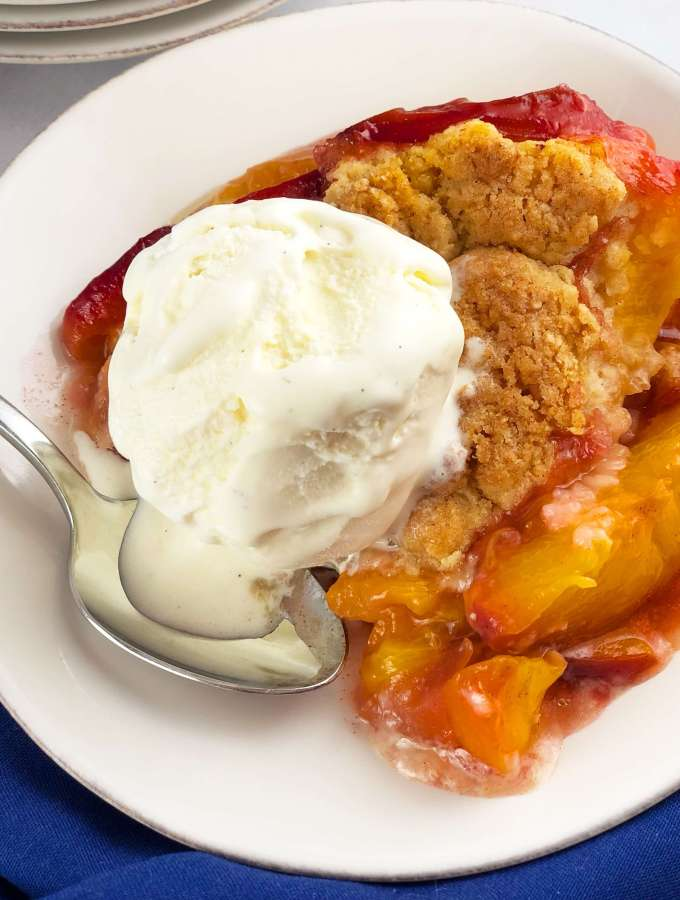 Fresh Peach Cobbler with ice cream