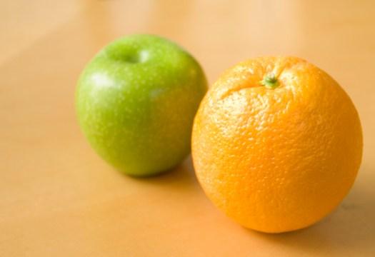 Una manzana y una naranja