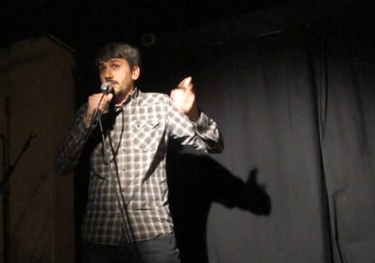 Carles Caño haciendo un monólogo de humor