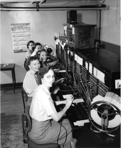 Telephone_operators,_1952