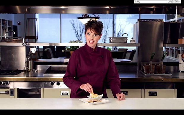 קרי מרטנס מכינה חומוס גרוע
