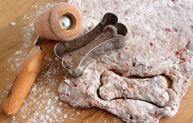 hundeleckerli-hundekekse-selbermachen-backrezept-natural-dog-food