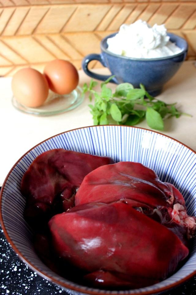 fruehstueck-mit-dem-hund-hausmacher-leberwurst