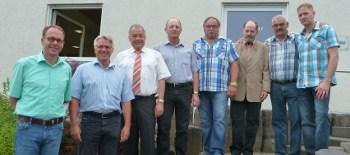 Die Beigeordneten Frank Göbel, Dirk Kaiser und Hubert Merfels sowie Bürgermeister Alois Fein mit den ausgeschiedenen Mitgliedern Peter Wagenbach, Hubert Quirmbach, Heinz-Josef Wehrmann und Marcel Weidenfeller.