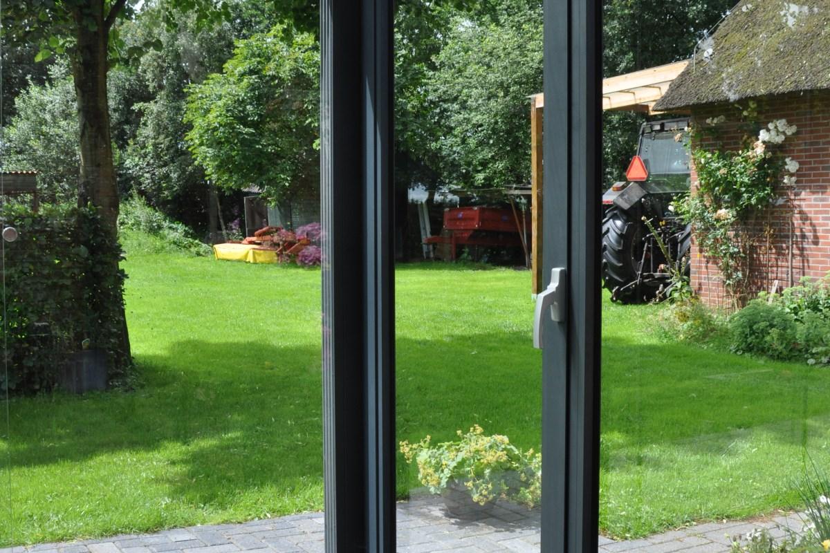 Feste Seitenwand mit Dreh-/Kipptür für Gartenzimmer und Überdachungen