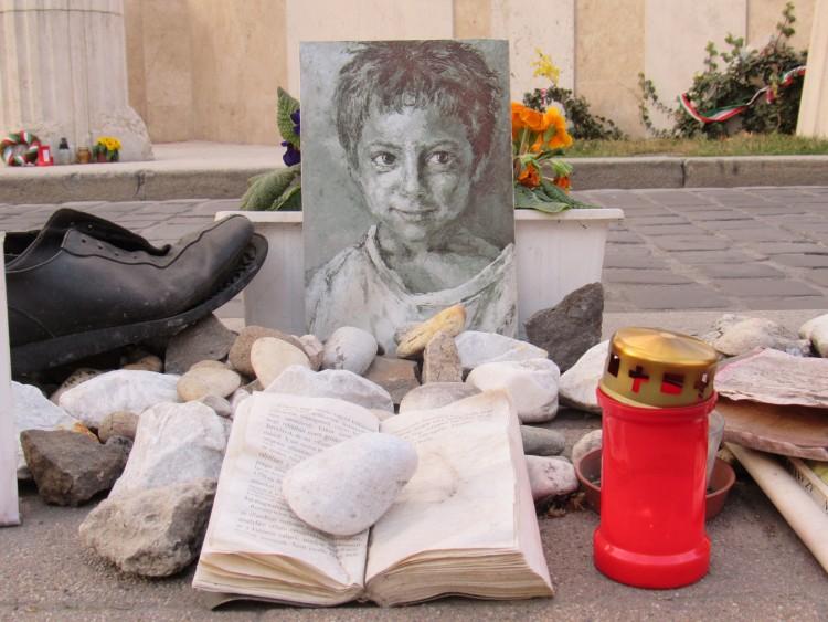Alternative Holocaust memorial in Freedom Square. Photo: Christopher Adam.