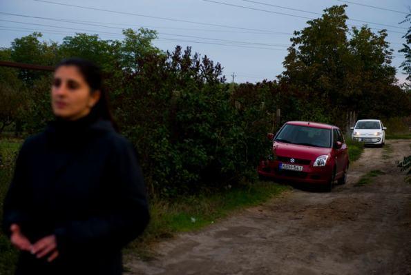 Melinda Teket's red Suzuki followed by a while Volkswagen Source: Origo / Photo Zoltán Tuba