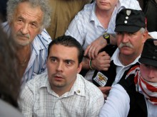 Gábor Vona passively resists arrest at Hungarian Guard demonstration (7/4/2009).