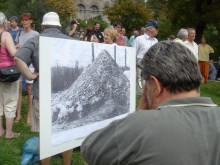 Sign showing piled bones of Nazi concentration-camp victims at anti-Hungarian Guard demonstration (8/25/2007).