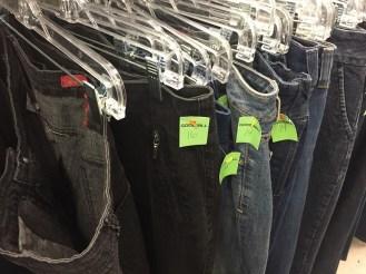 Size áo quần của người Việt khi sang Mỹ luôn là chuẩn S và SX. Size lớn nhất của Mỹ khi mang về Việt Nam, bạn có thể dùng nó để tham gia cuộc thi nhảy bao bố.