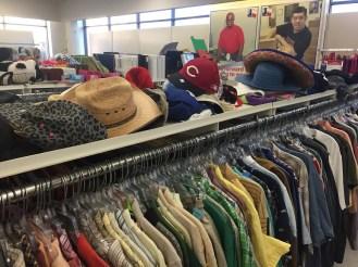 Nếu như những chiếc mũ này được xếp ngăn nắp, bạn rất khó nhận biết chúng là hàng cũ. Tỷ lệ mới của sản phẩm là rất cao.