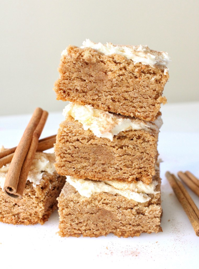Snickerdoodle Cake Batter Blondies with Frosting