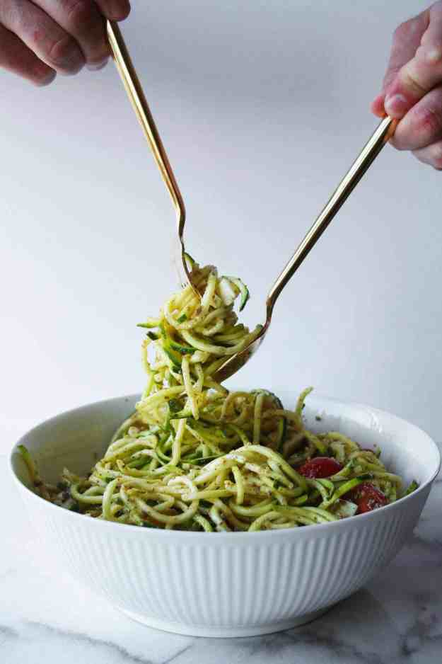 Caprese Zoodle Salad   hungrybynature.com