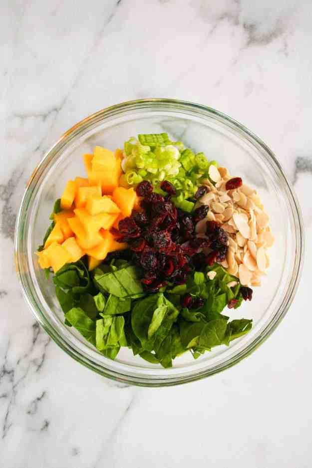Summer Quinoa Salad with Mango and Spinach | hungrybynature.com