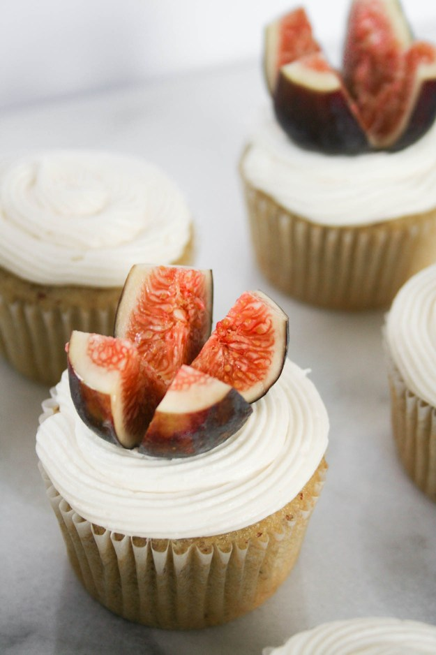 Fresh figs top these olive oil cupcakes with honey buttercream - the perfect end of summer birthday treat! | hungrybynature.com