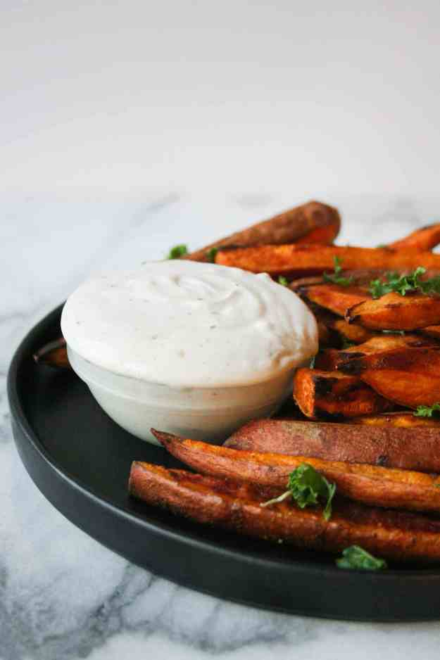 A creamy tahini dip is just what these baked sweet potato fries need! Make these tonight and serve with your summer BBQ. | hungrybynature.com