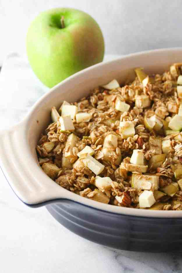Warm and spongy with a crunch of almond and apple - the ideal fall breakfast - Baked Apple Cinnamon Oatmeal. | Hungry by Nature