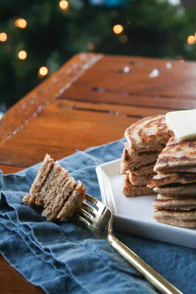 That perfect bite! Make these protein packed GINGERBREAD PANCAKES on Christmas morning and your heart and tummy will be full! | hungrybynature.com