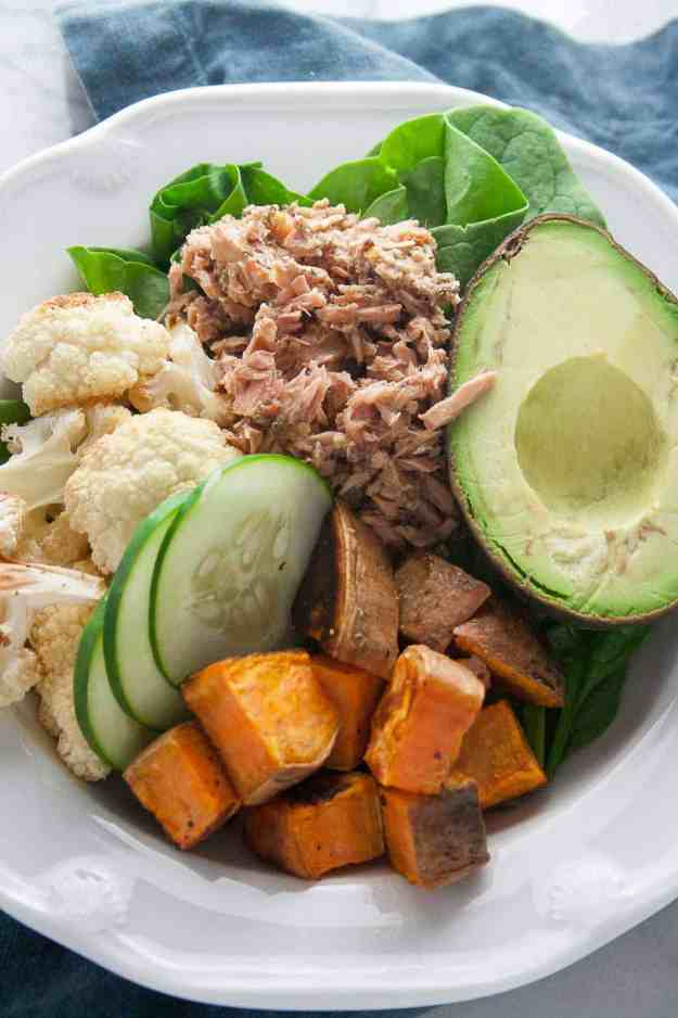 Garlic Herb Tuna Power Bowl | ad, Safe Catch, wild tuna, canned, recip, easy, healthy, gluten free, paleo, avocado | hungrybynature.com