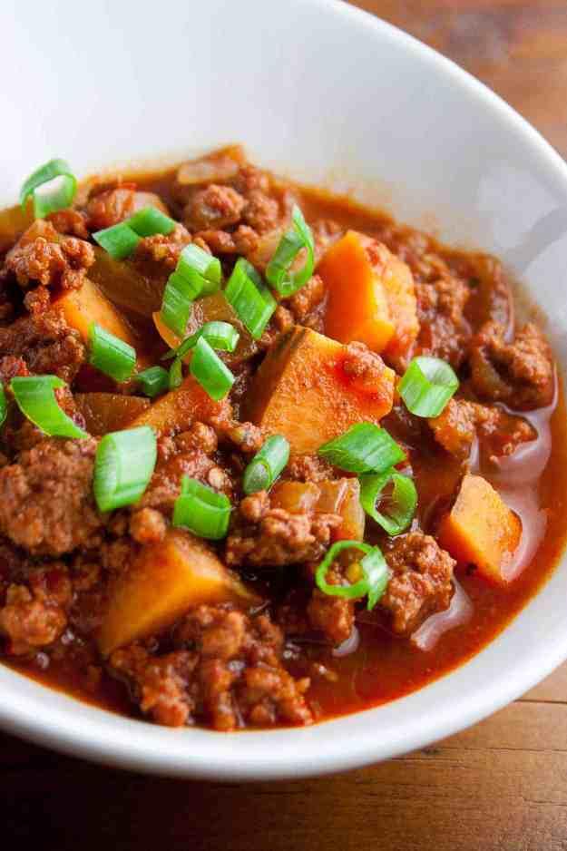 Spicy Korean Chili with Kimchi | beef, sweet potato, gluten free, paleo, soup, easy, healthy, gochugaru | hungrybynature.com