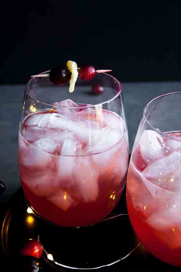 Cranberry Bourbon Smash | #cocktail #lyricsandlibations #cranberry #holiday #drink | hungrybynature.com