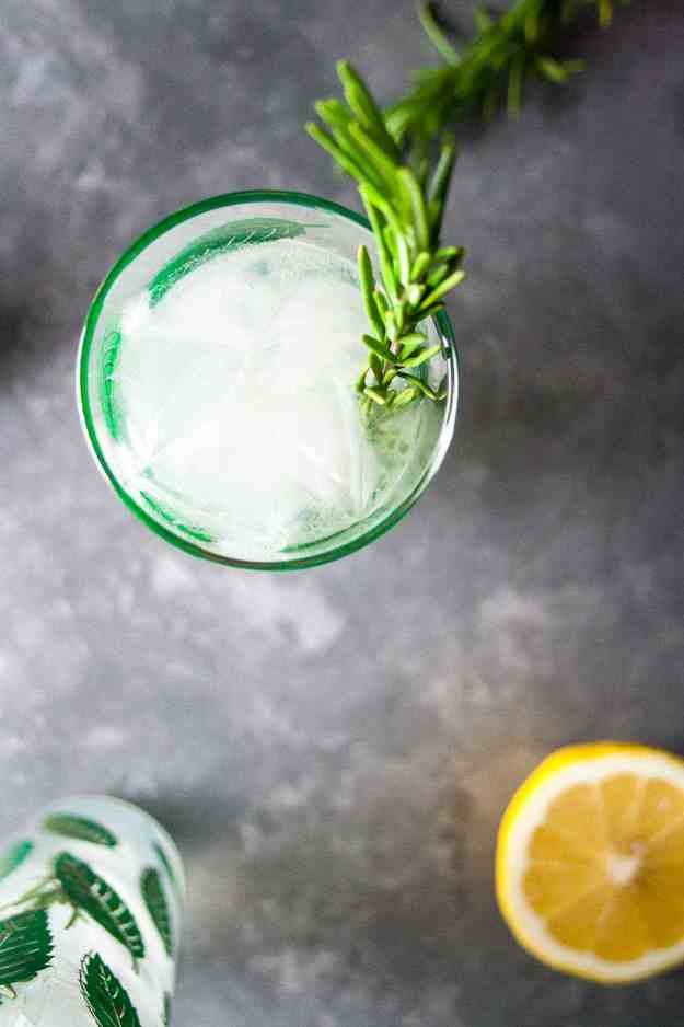 New Year's Eve Rosemary Gin Fizz | #gin #cocktail #drink #nye #newyearseve #nyecocktail #rosemary | hungrybynature.com