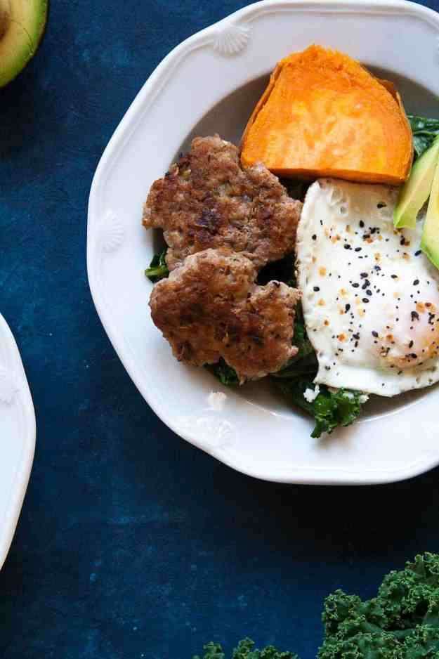 Best Whole30 Breakfast Sausages (and a breakfast bowl!) | #whole30 #januarywhole30 #paleo #glutenfree #sausage #breakfast #pork