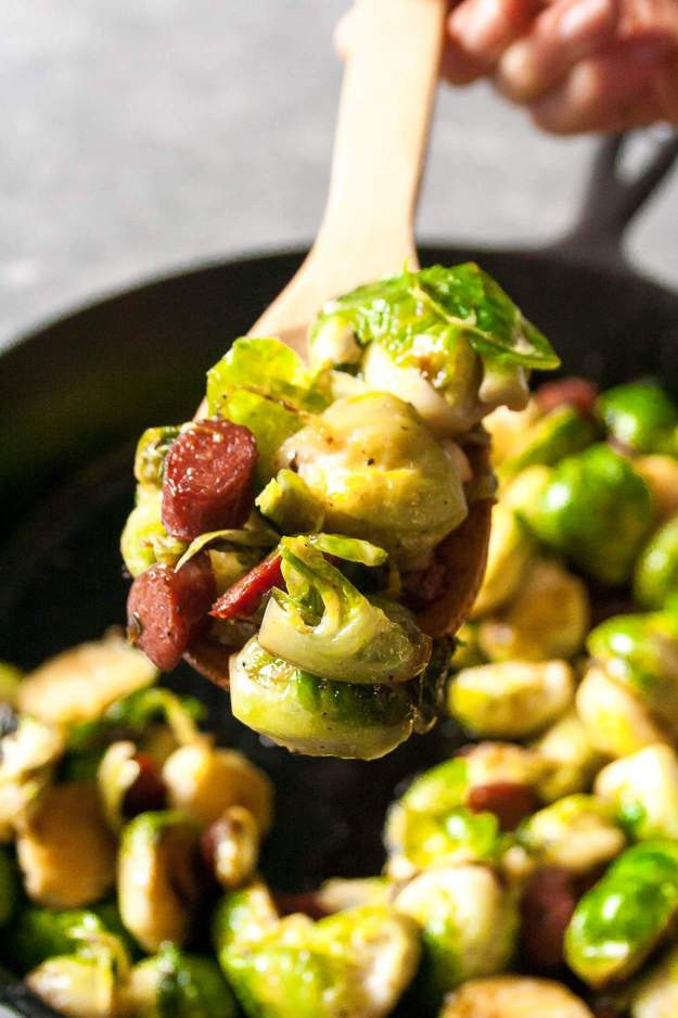 Sweet and Spicy Charred Brussels Sprouts   #ad #chomps #beefsticks #paleo #snacksticks #beefjerky #brusselssprouts #easy   hungrybynature.com