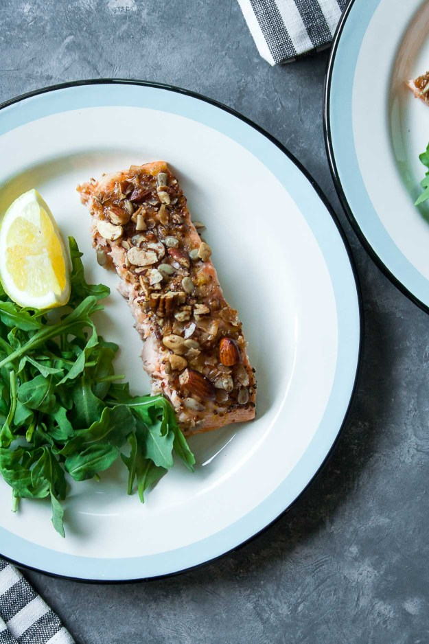 Grain Free Granola Crusted Salmon | #oven #baked #easy #paleo #recipe #honey #mustard #20minutes | www.hungrybynature.com