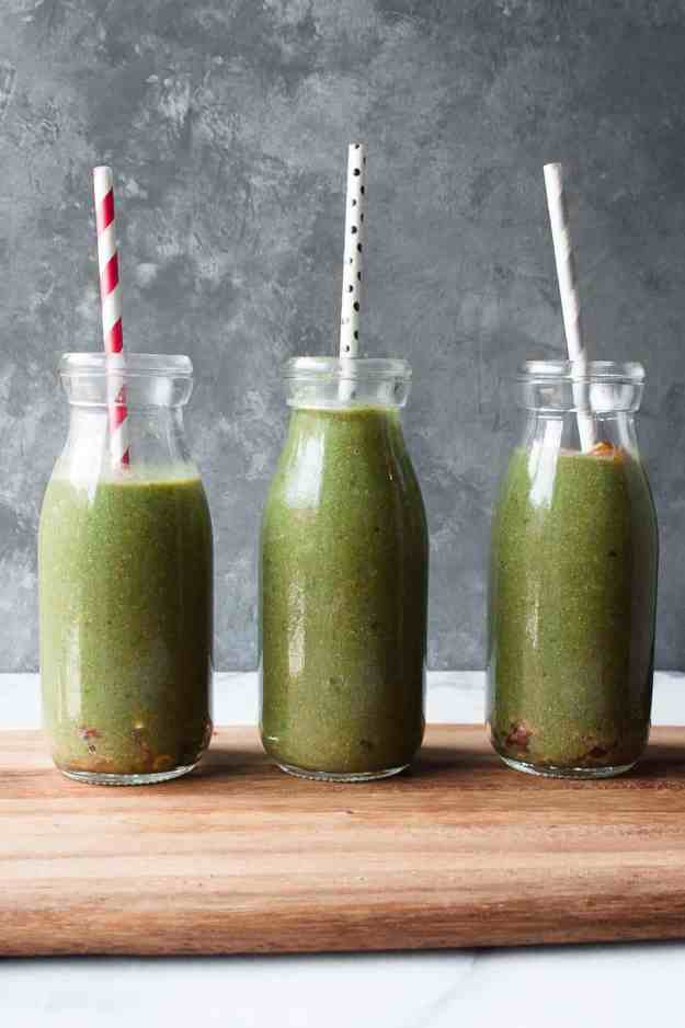 The Best Creamy Green Smoothie | #recipe #dairyfree #healthy #protein #granola #glutenfree #grainfree #spinach #vegan | www.hungrybynature.com
