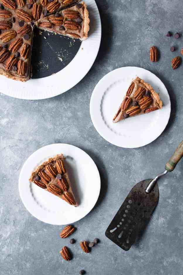 Paleo Chocolate Pecan | #thanksgiving #pecanpie #glutenfree #dairyfree #paleo #holidayrecipes | hungrybynature.com