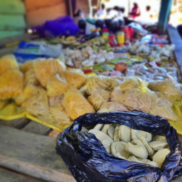 dirt-cookies-haiti-market