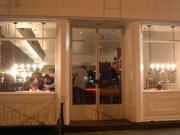 Klee_brasserie_nyc_restaurant_girl_exter
