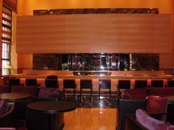 Robuchons_latelier_nyc_restaurant_girl_2
