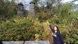 I spot more Jeju statues!