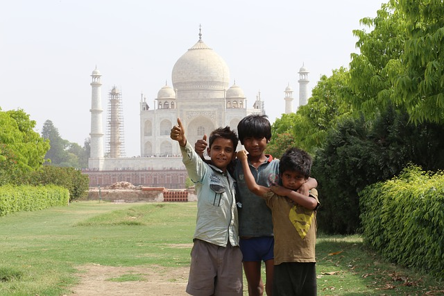 How to Plan a One Day Trip to Agra: Places to see, Food to try, and Agra Itinerary