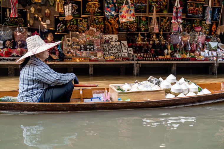 Damnoen-Saduak-Floating-Market-Bangkok-Instagram-Places