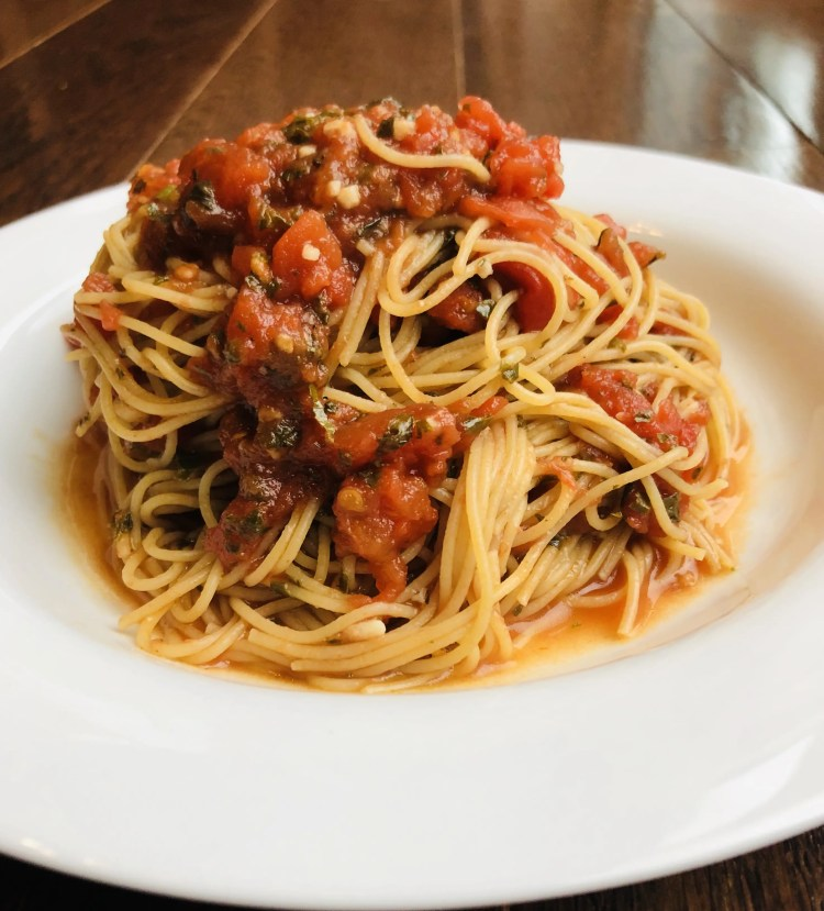 Pasta with easy and healthy tomato sauce